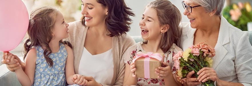 offrir un cadeau à un enfant